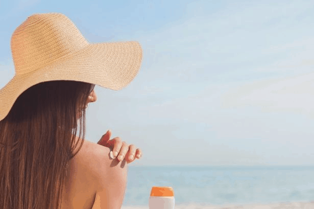 The Difference Between   Sunscreen & Moisturizer with SPF